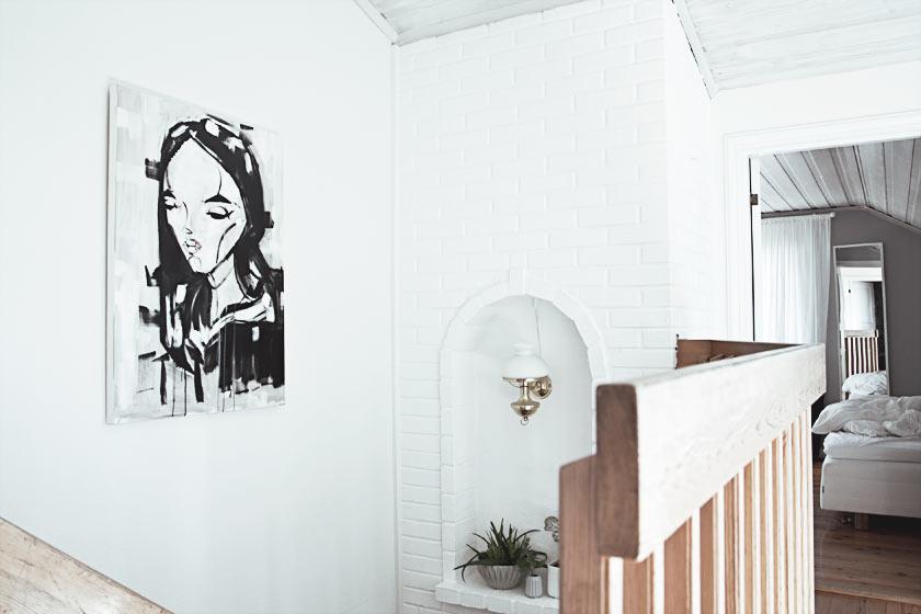 Hallway_Upstairs_01