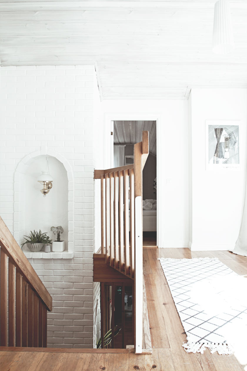 Hallway_Upstairs_02